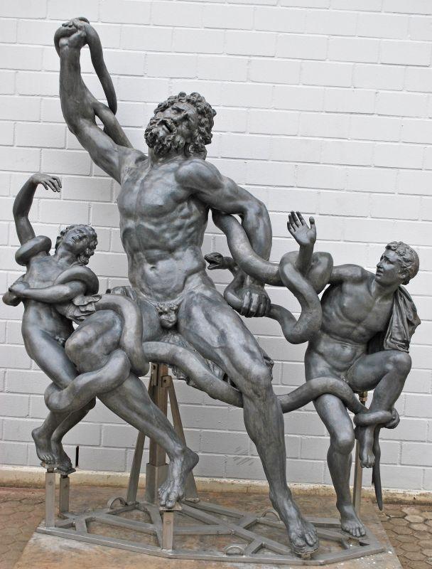 Amsterdam Rijksmuseum. Die Restaurierung der Bleifiguren ist abgeschlossen