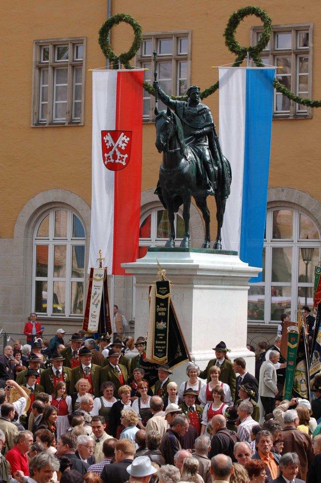 Wiederaufstellung des Reiterstandbilds Ludwig I. vor dem Regensburger Dom