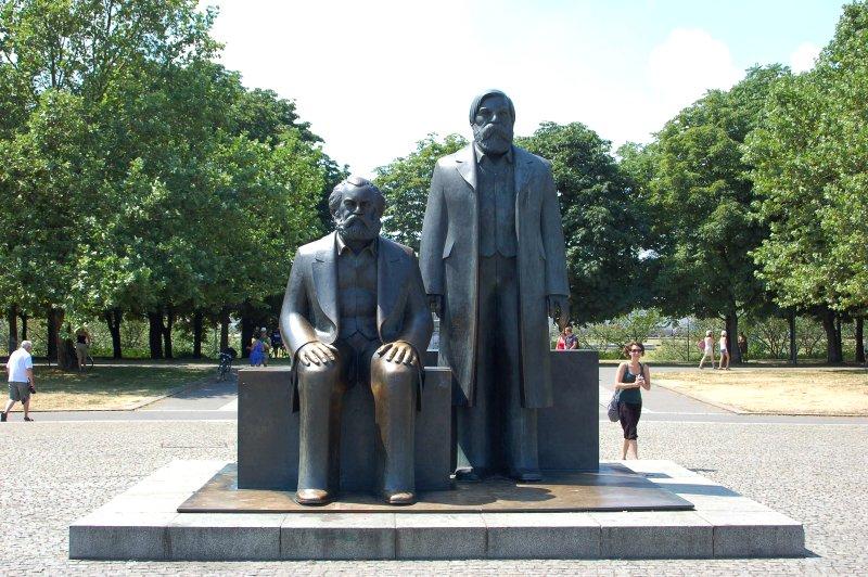 Karl Marx und Friedrich Engels. Denkmal von 1986. Bildhauer L. Engelhardt